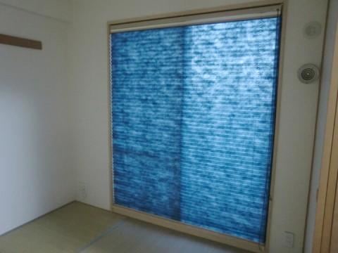 青のプリーツスクリーン