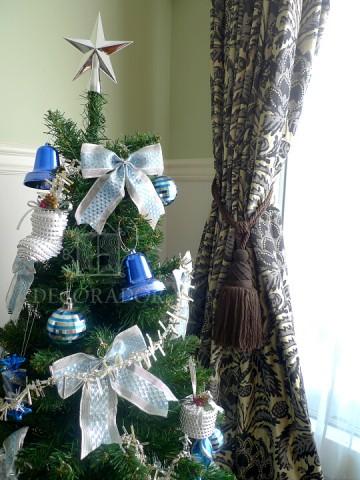クリスマスツリーとZoffanyのパイナップルの画像