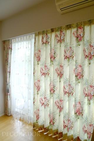 薔薇柄の素敵なカーテンの画像