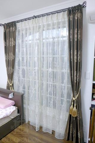 寝室のカーテンの画像