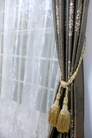 良く合ったカーテンとレースの画像