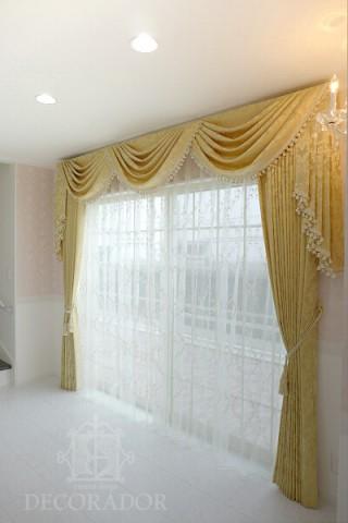 スワッグアンドテールのカーテンの画像