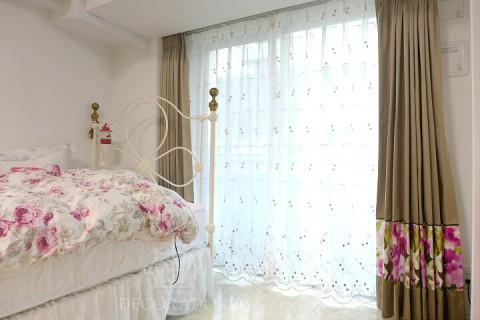ベッドカバーとカーテン