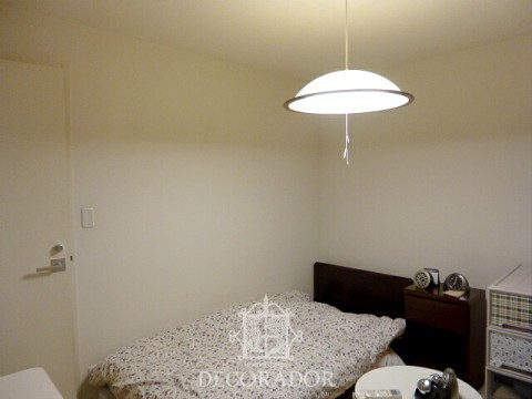 壁紙を貼る前の寝室の画像