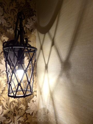 アイアン調のランプの画像