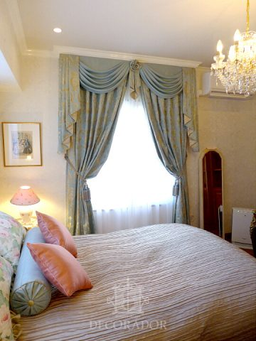 カーテンとベッドカバー