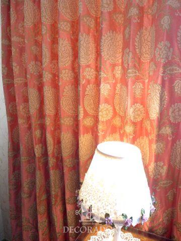 コーラルピンクのカーテン