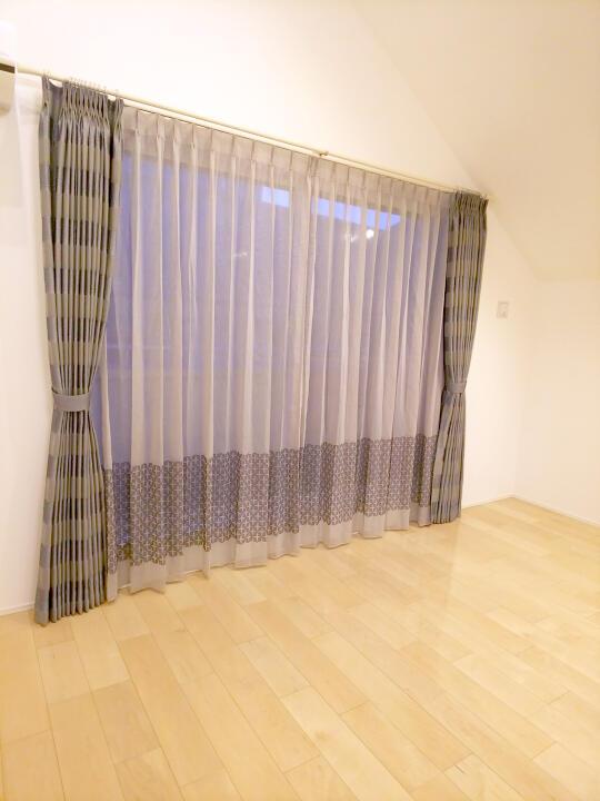 モダンなカーテン