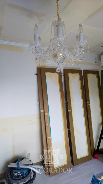 扉にも壁紙を貼ります